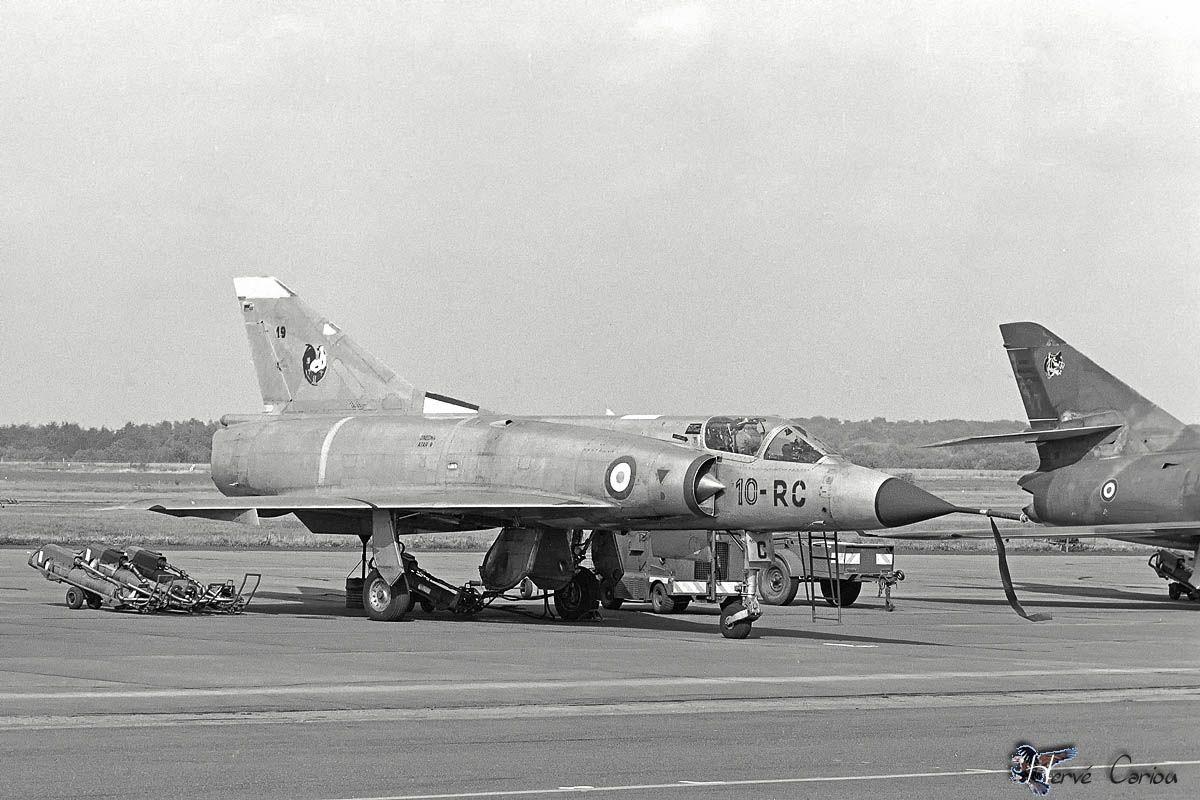 De l'alu dans l'azur - Mirage IIIC (Eduard 1/48) Ae241d81ca237c1569fed3c616fe75ed