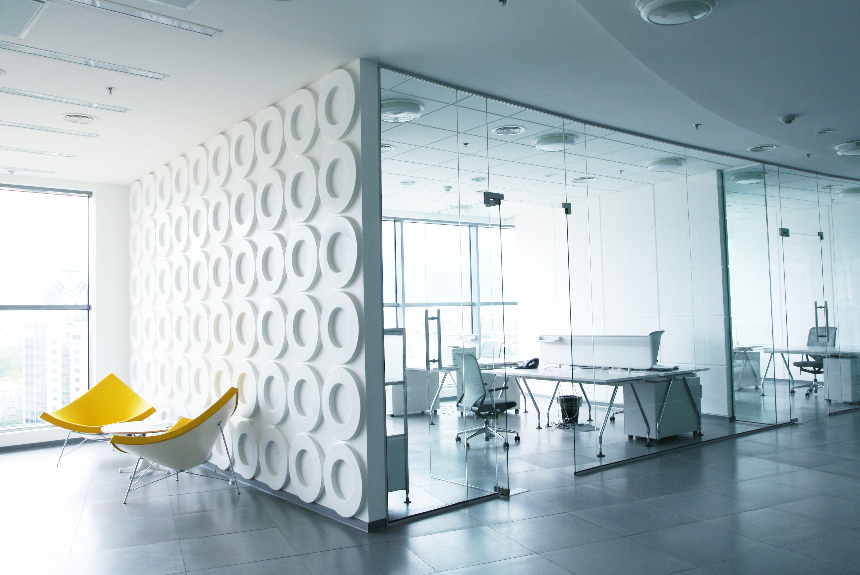 Moderne Architektur und Raumkonzepte mit ihren glatten, harten ...