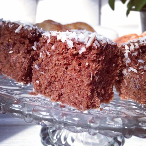 Wow, wow, wow! Just den här saftiga, luftiga kakan har jag länge letar efter. Att baka mjuka kakor UTAN ägg är svårt. Men den här kakan bara...