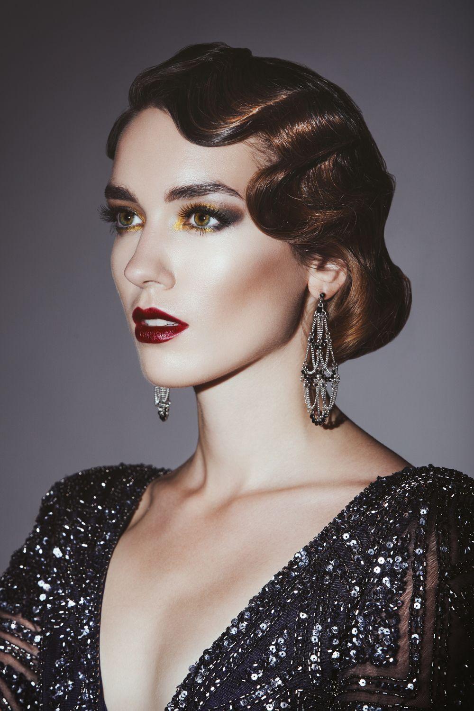 Wasserwelle 20er Jahre Look Zur Party S In 2020 Great Gatsby Hairstyles Gatsby Hair Flapper Makeup