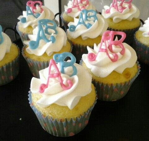 Gender Reveal Cupcakes For Twins With Images Gender Reveal