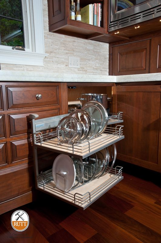 The Magic Corner II Blind Base Cabinet. ~ Photographer: Bruce Hudson ~  Design: Baywolf Dalton, Inc.