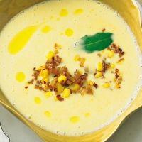 Maissuppe mit gebratenen Chilizwiebeln. Alle Zutaten aus dem Vorratsschrank. Und leicht veganisierbar mit Sojamilch.