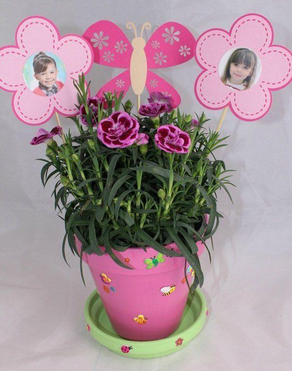 Les fleurs font toujours plaisir une mamie encore plus quand les bouilles de ses petits - Idee cadeau fete des grand mere fait main ...