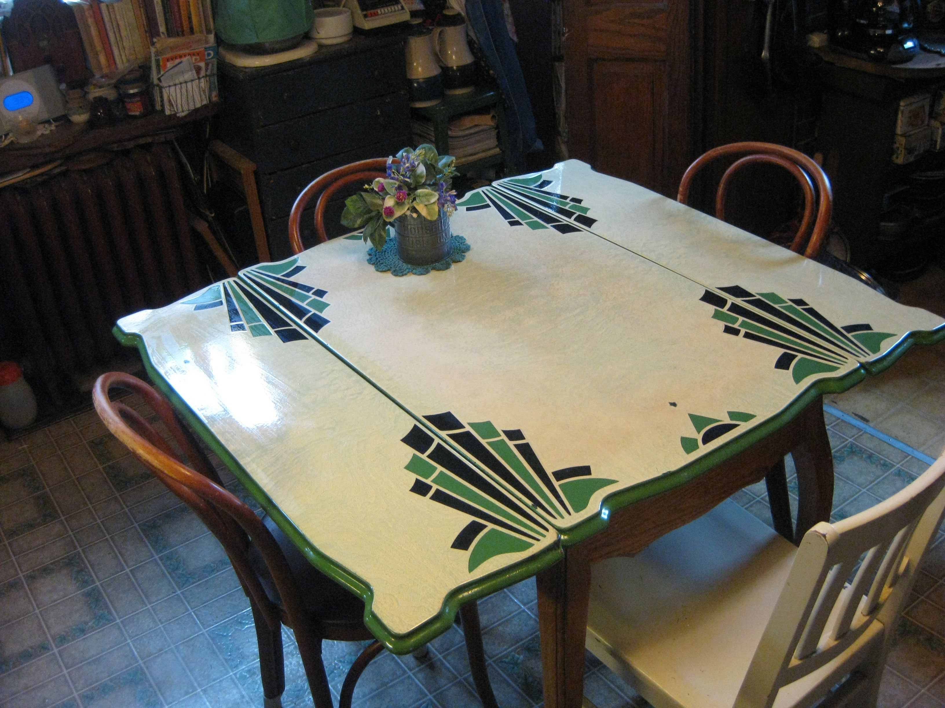My Circa 1920s Enamel Topped Kitchen Table Bottom Legs Are Curved And In The Queen Anne Style Vintage Kitchen Table Art Deco Kitchen Vintage Kitchen