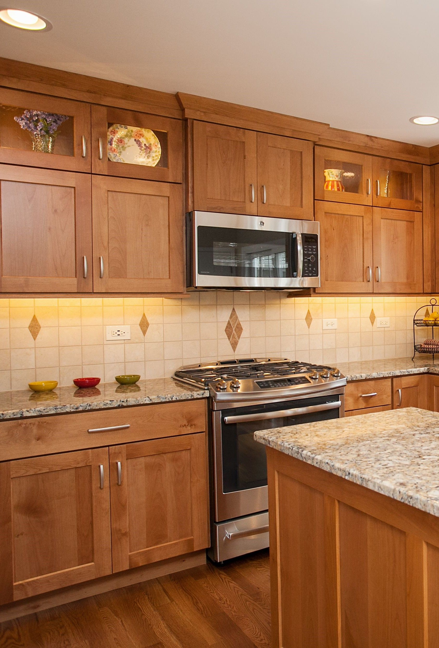 Decorating With Oak Cabinets Kitchen Cabinets Decor Freestanding Kitchen Kitchen Cabinets