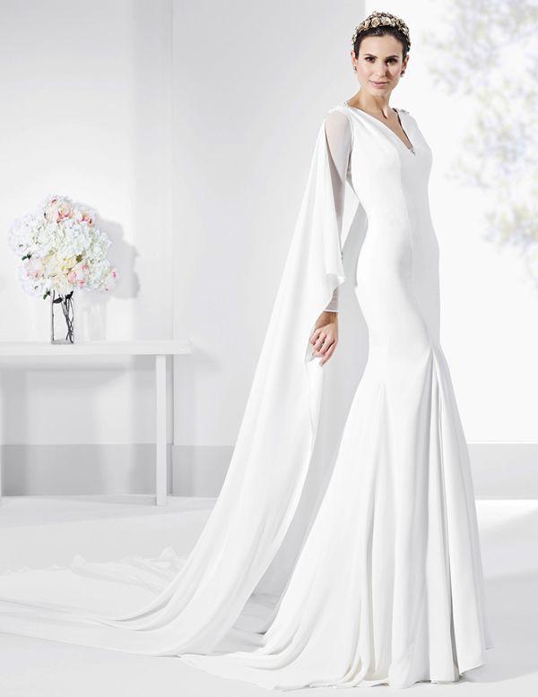 vestidos de novia con capa de crep natural y escote en v de espalda