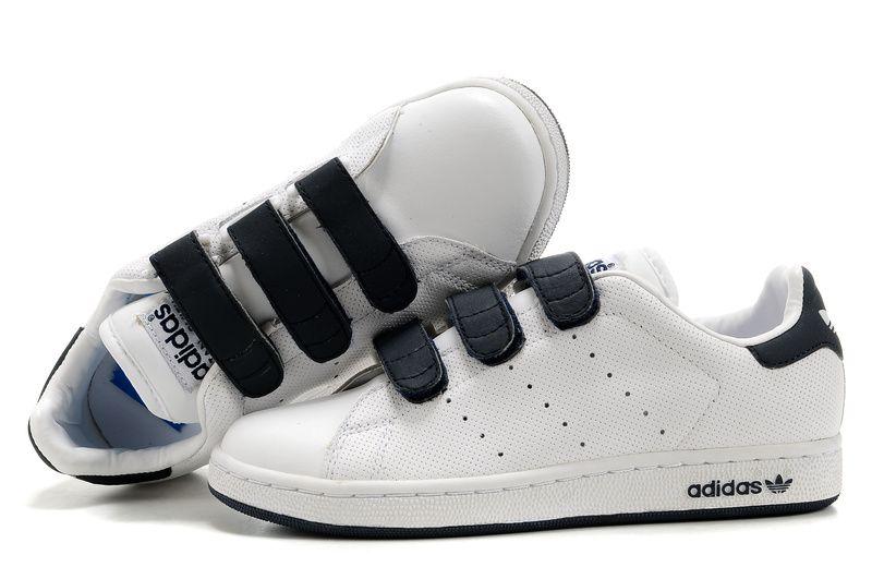 Adidas Stan Smith GS - Chaussure Adidar Pas Cher Pour Femme Enfant Blanc  Noir 52f46ee3db72