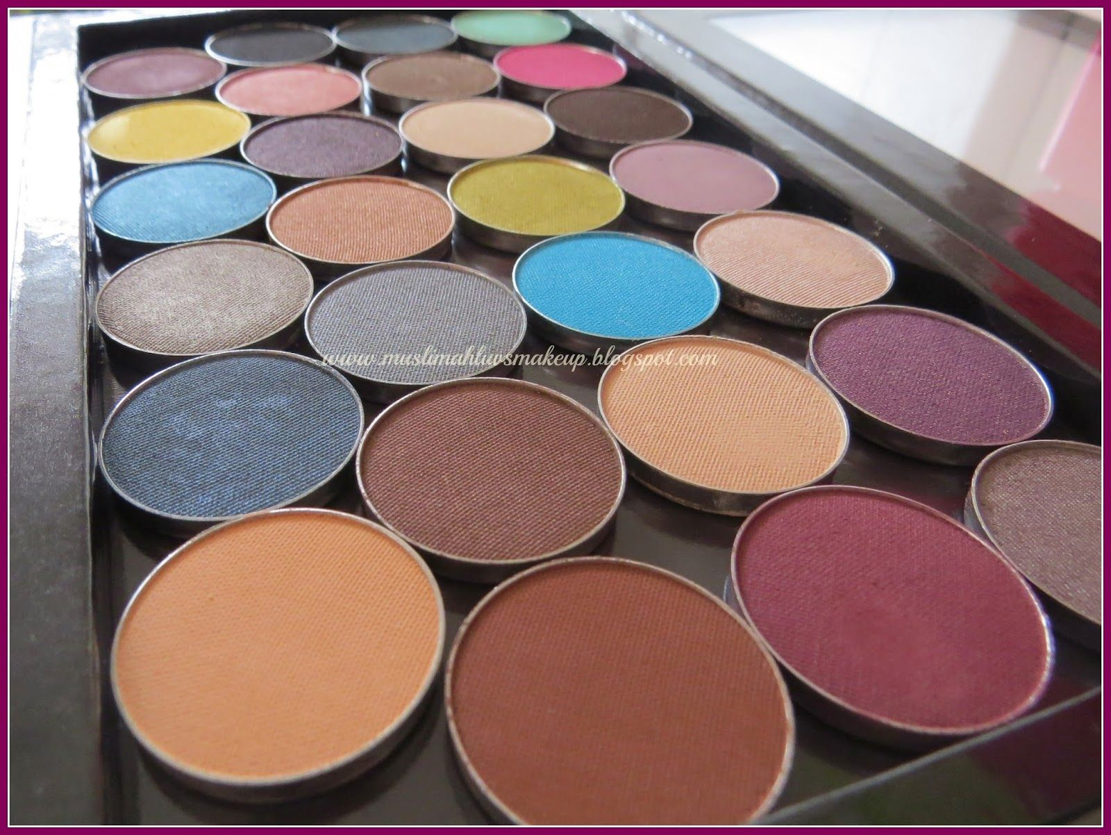 Makeup Geek's Ultimate Eyeshadow Palette Review,Photos and