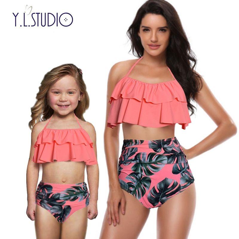 b06aef238 Cheap La madre y la hija traje mamá baño Bikini conjunto ropa de playa ropa  mirada mamá Bebé Vestidos ropa familia Matching Outfits