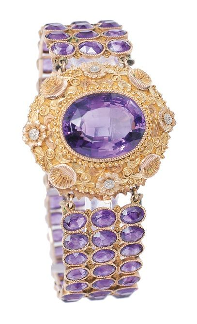 A Georgian amethyst bracelet, England, circa 1820. Mounted in 14K rose, yellow and white gold. The clasp with multicoloured gold ornaments of shells and flowers and one large, oval faceted cut amethyst (1,7 x 1,3 cm). The rose gold bracelet with 81 small, oval faceted cut amethysts in 3 rows. L. 15 cm, w. 1,7 cm.
