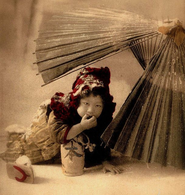 The Umbrella fort on a snowy day, ca.1900 - so cute! #vintage #Asian #Japanese #children