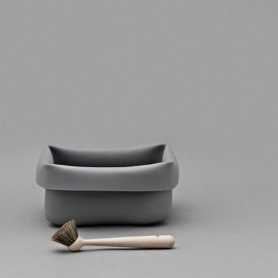 Normann copenhagen's washing up bowl is made of a strong synthetic rubber, and comes with a wooden dish brush. www.emma-b.nl Emma b. Oudegracht 218 / Hoek Hamburgerstraat Utrecht NL.