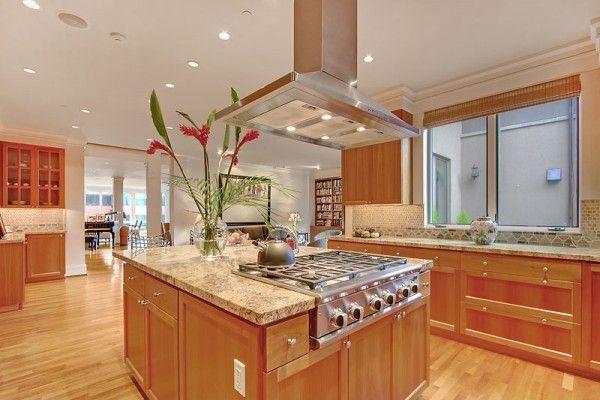 fabulous kitchen island :: Kirkland luxury town home - The 425 Group