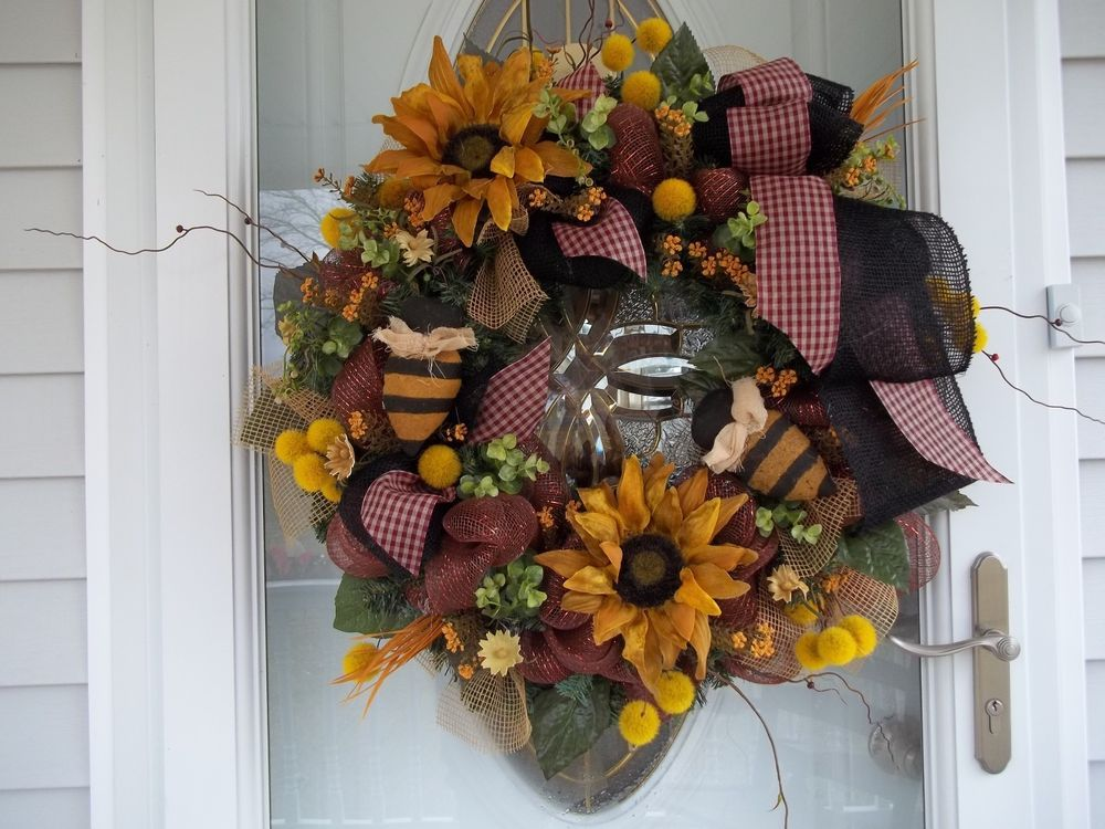 PRIMITIVE~BUMBLE BEE ~DOOR ~WALL~WREATH~BURLAP~BOW~MESH~SUNFLOWERS