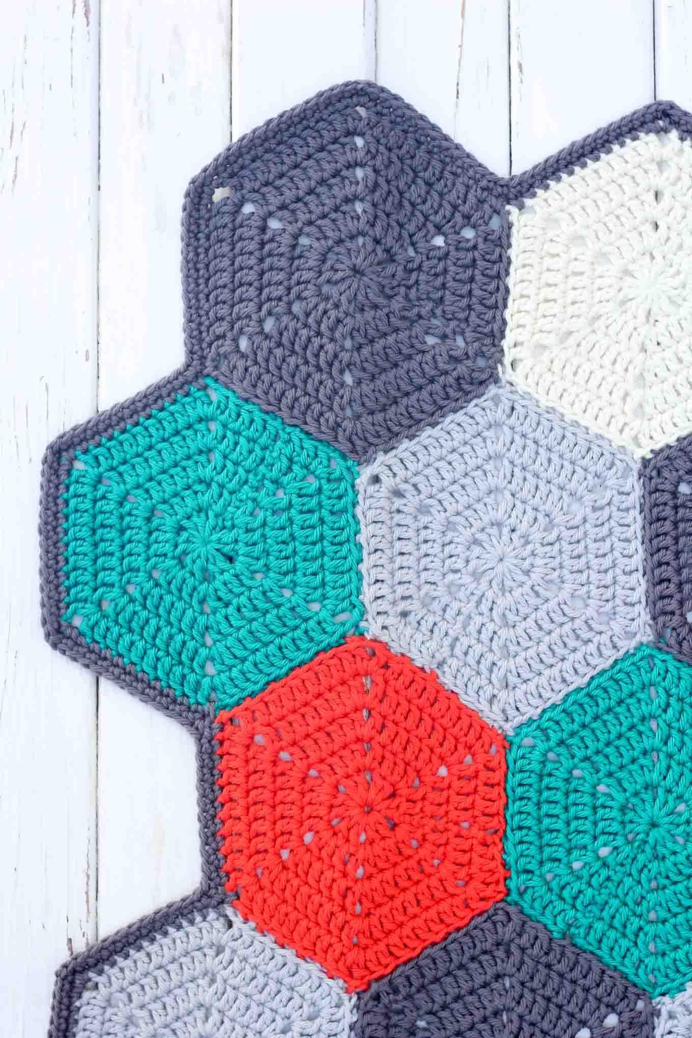 Happy Hexagons\' Free Crochet Afghan Pattern | Mantas de ganchillo ...