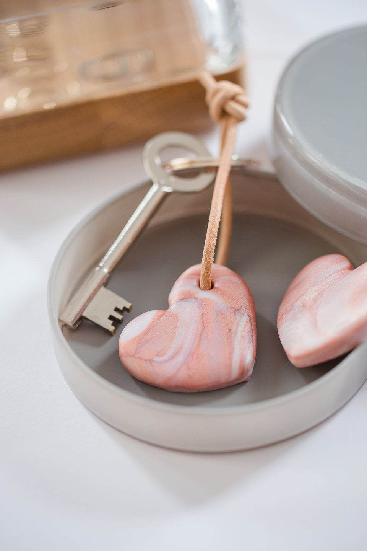 DIY: marbled polymer clay heart keychain