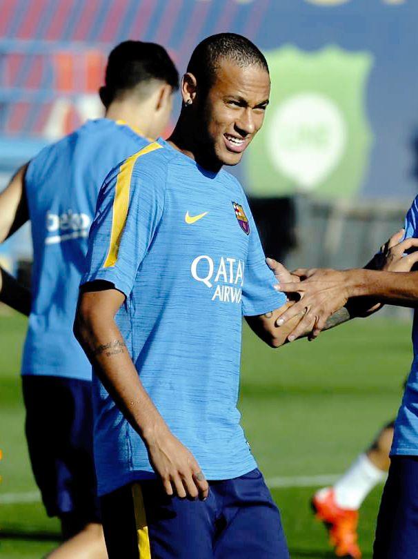 "sashapique: "" ""Neymar during training session "" """