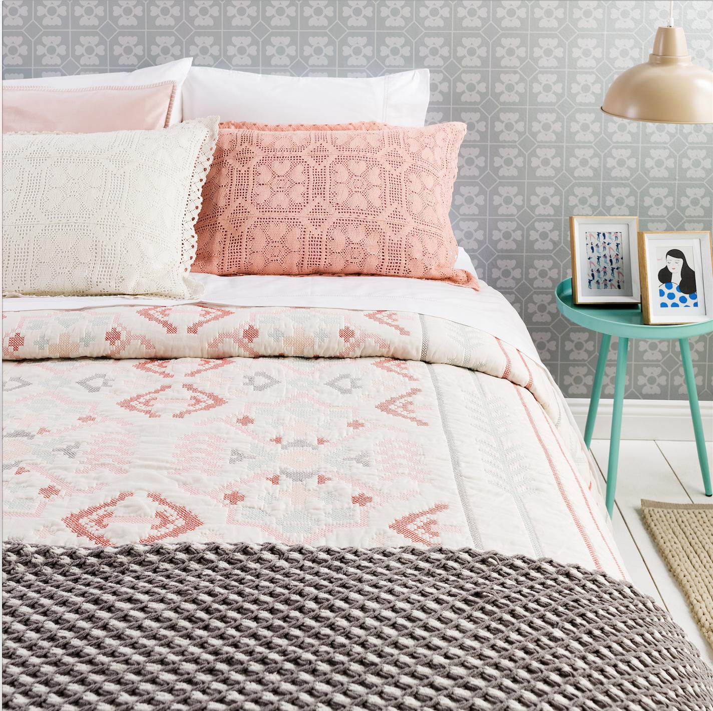 Colores y texturas para alegrar el hogar dormitorios for Curso de decoracion de interiores zona norte