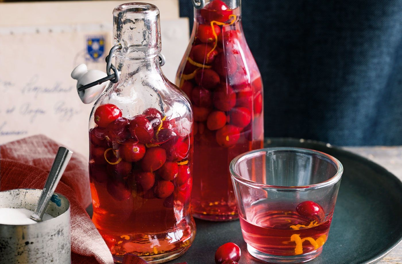 Cranberry Gin Recipe In 2020 Cranberry Gin Recipes Edible Christmas Gifts Tesco Real Food