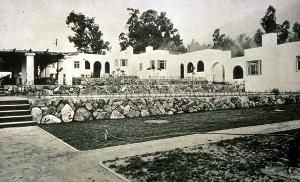 F. B. Lewis Courts (or Bella Vista Terrace), Sierra Madre, California, 1910  |  Irving Gill, architect