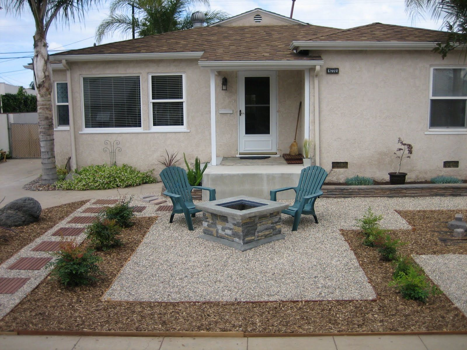 dedign yard with pea gravel