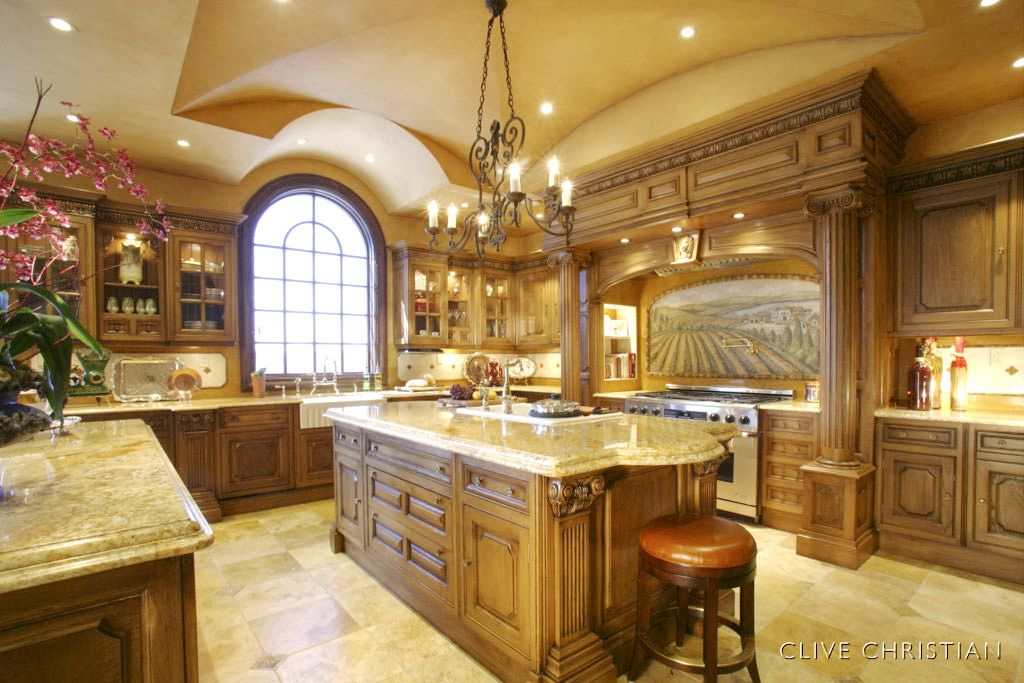 Best 25 italian style kitchens ideas on pinterest for Italian kitchen cabinets