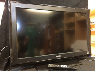 Sony 32 Inch Lcd Flat Screen Television Set With Remote Control Model Kdl 32l5000 Good Working Condition Sony 32 Flat Screen Electronic Appliances