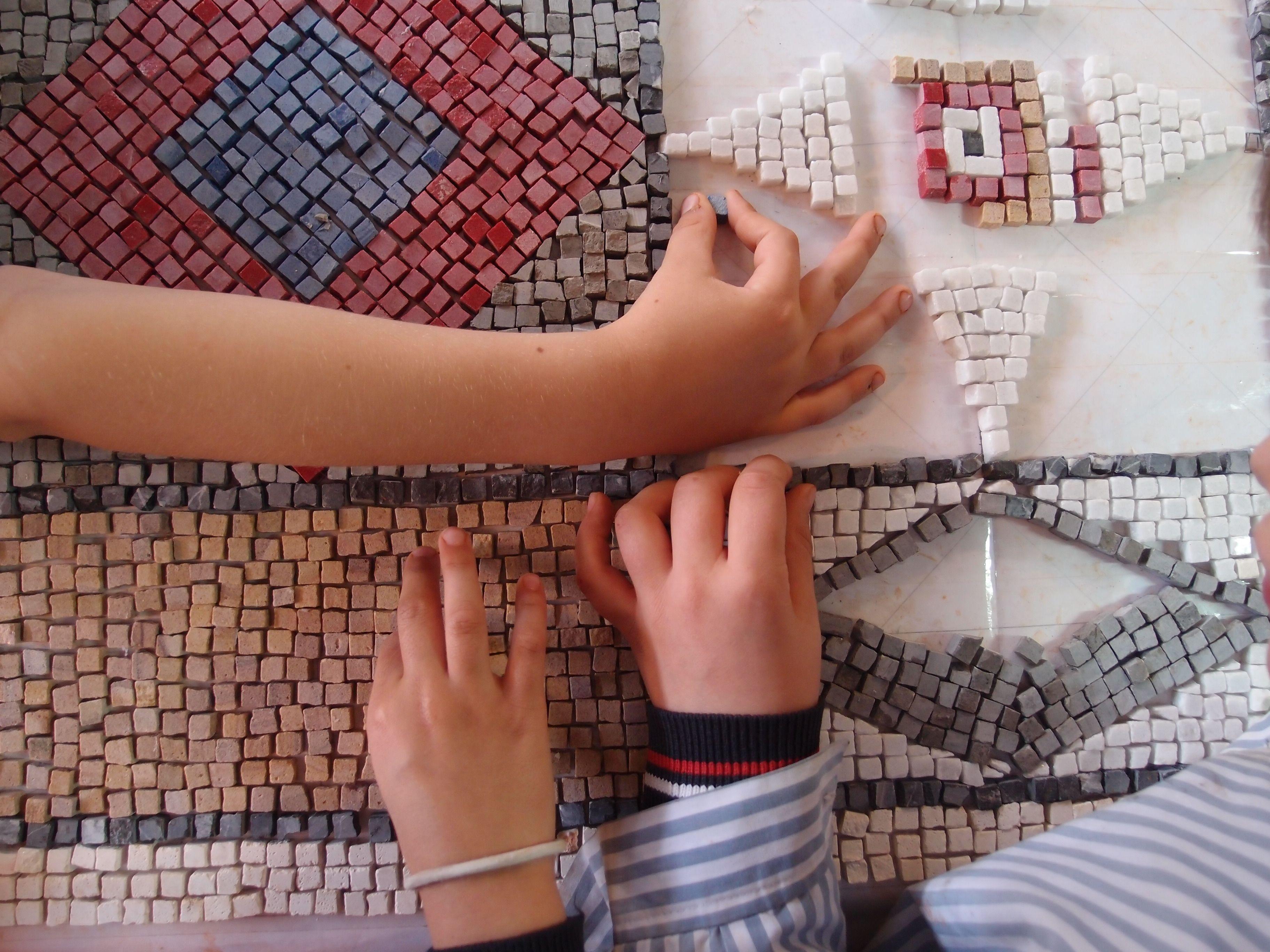 Mosaico romano de teselas artesanales de piedras de colores e p todos los cursos y 1 de e s o - Mosaico de colores ...