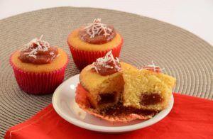 Quer fugir dos tradicionais bolinhos de chocolate? Então conheça essa opção de cupcake de canela e banana, vai ser sucesso na certa!