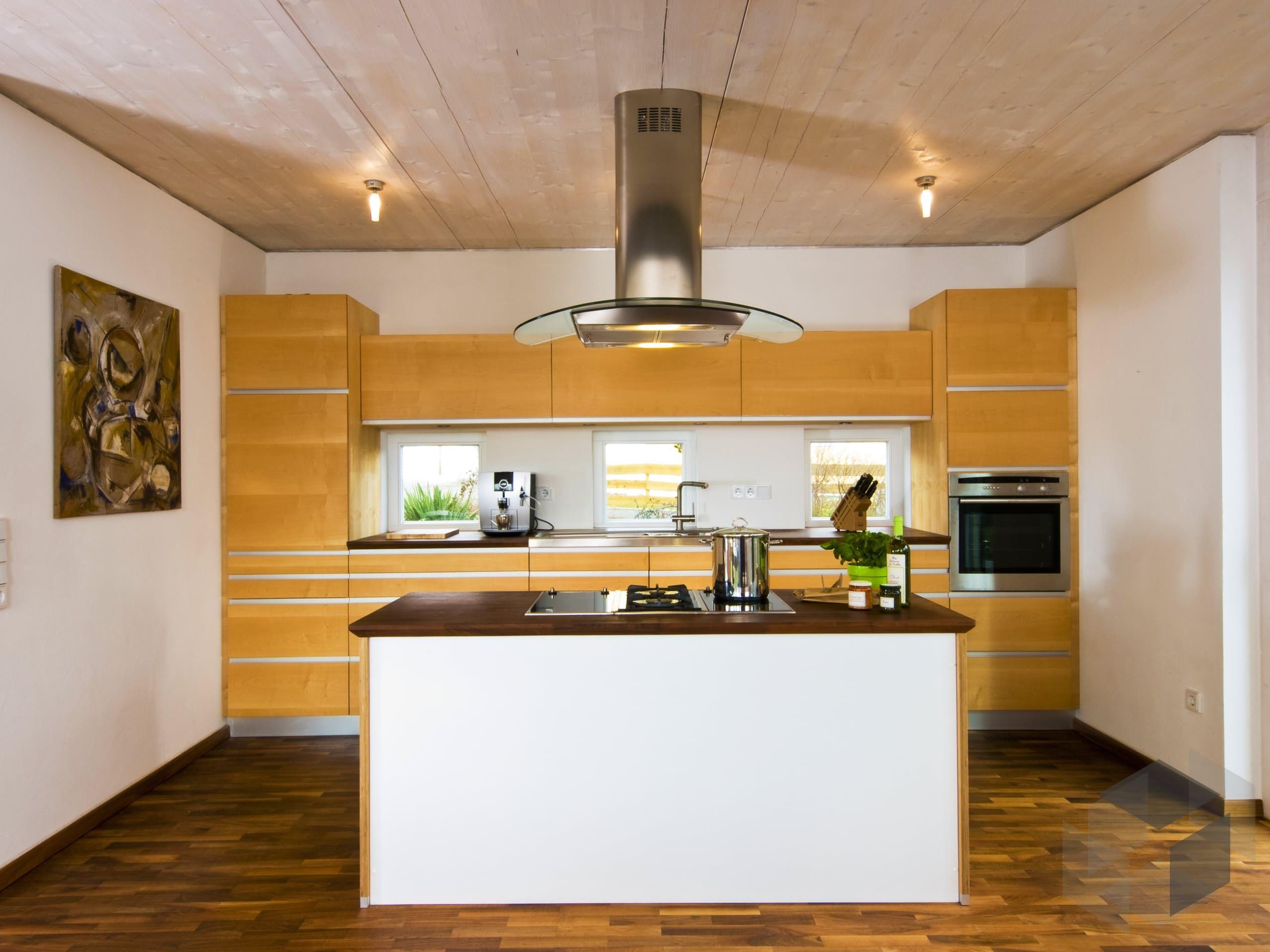 Holzküche aus dem Haus 'Engelhardt' von Baufritz Alle