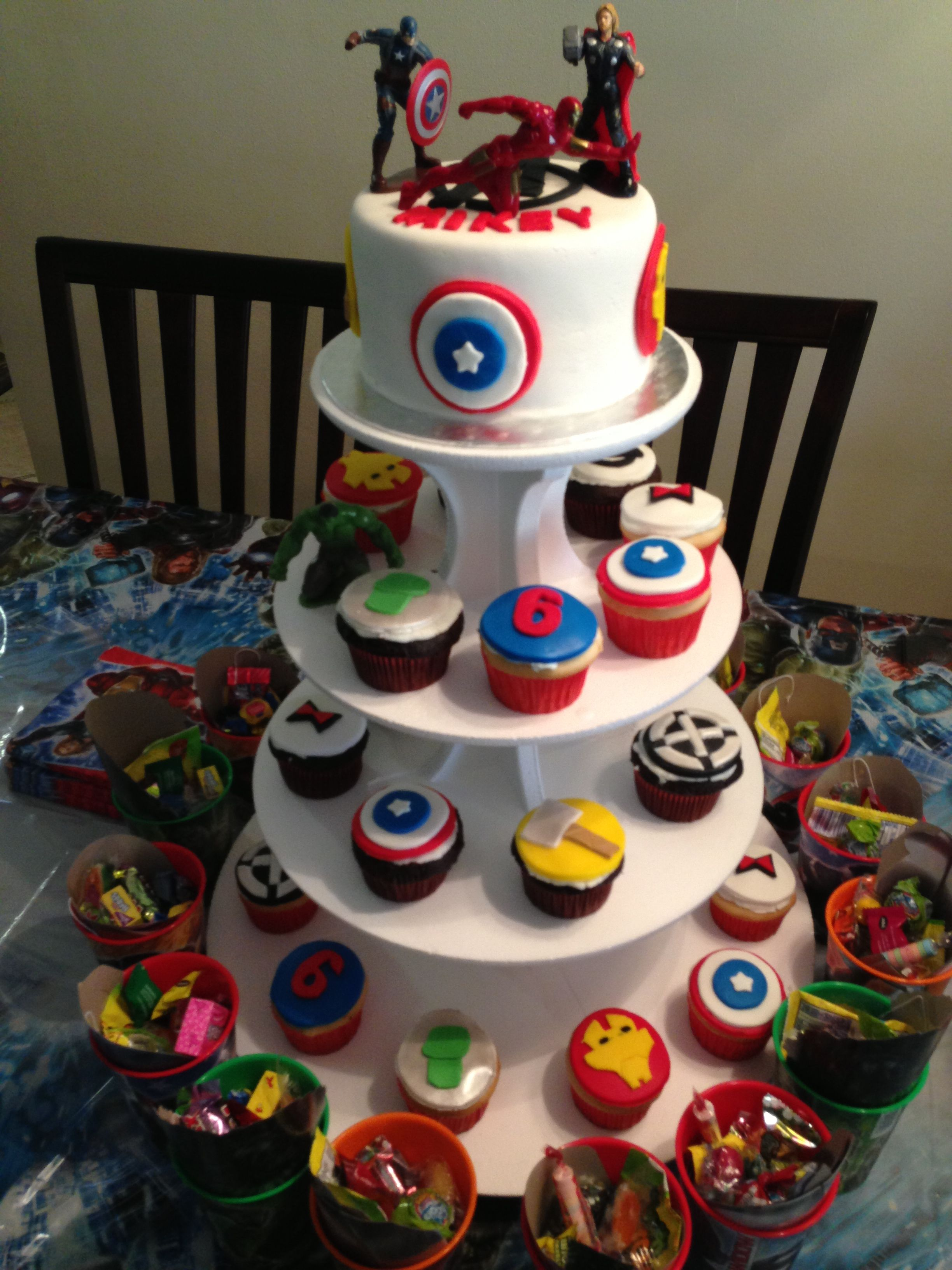 Avengers cake with cupcakes My Pastries Pinterest