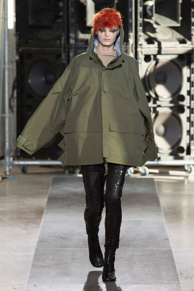 See the complete Junya Watanabe Spring 2017 Ready-to-Wear collection.