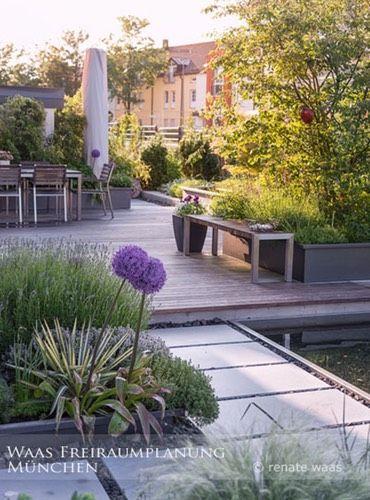 moderner Garten mit Blumenzwiebeln - im Herbst den Frühling - moderner garten mit grasern