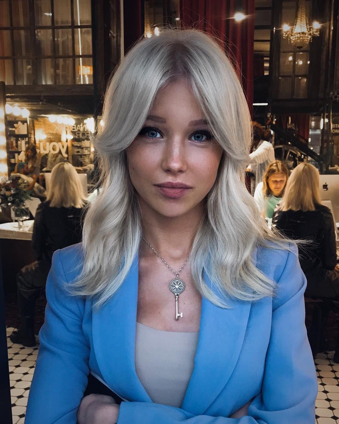 how to go from platinum blonde to medium blonde