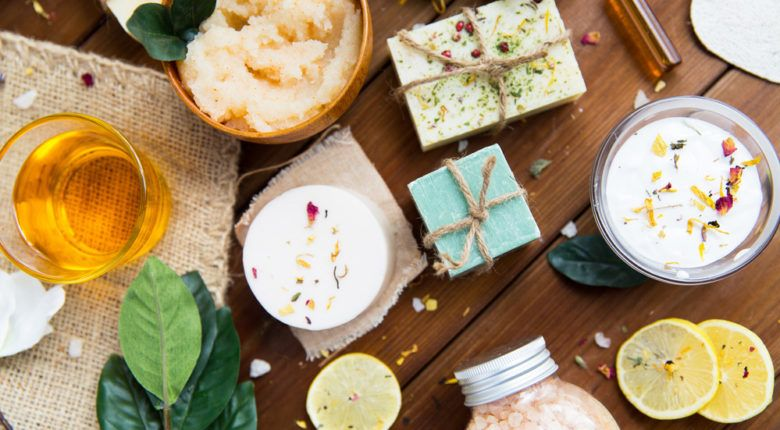 Beautyhacks - wie Zitronen, grüner Tee, Kokosöl und Apfel in eure Beauty-Routine integriert werden können.