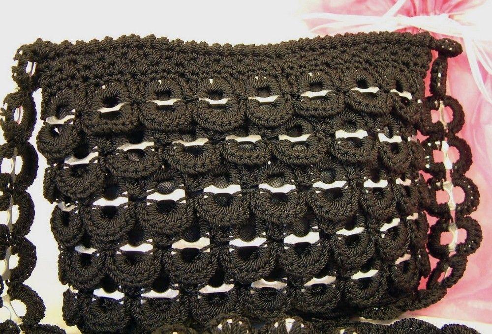 Bolsa negra hecha con fichas de refresco.