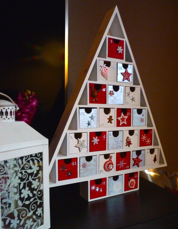 calendrier de l avent en bois 24 boites remplir blanc et rouge no l calendar advent. Black Bedroom Furniture Sets. Home Design Ideas