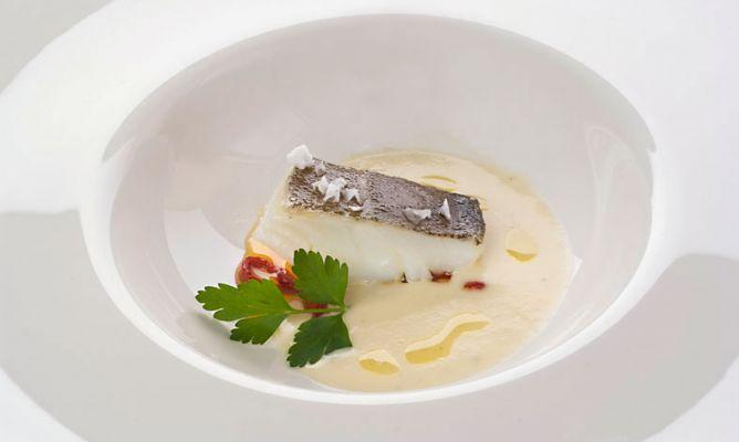 Bruno Oteiza nos enseña en esta receta cómo ahumar el bacalao para luego utilizarlo en una deliciosa crema.