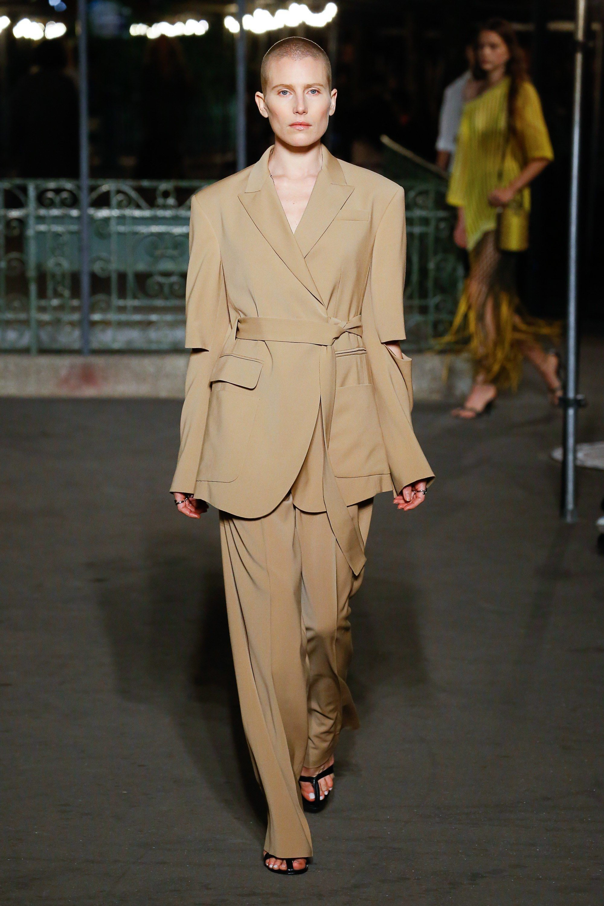 8c389aec827 Sonia Rykiel Spring Summer 2019 Ready To Wear-ready Woman Vogue Runway  Beige Trend - Read the Spring Summer 2019 Trends Fashion Week Coverage on  ...
