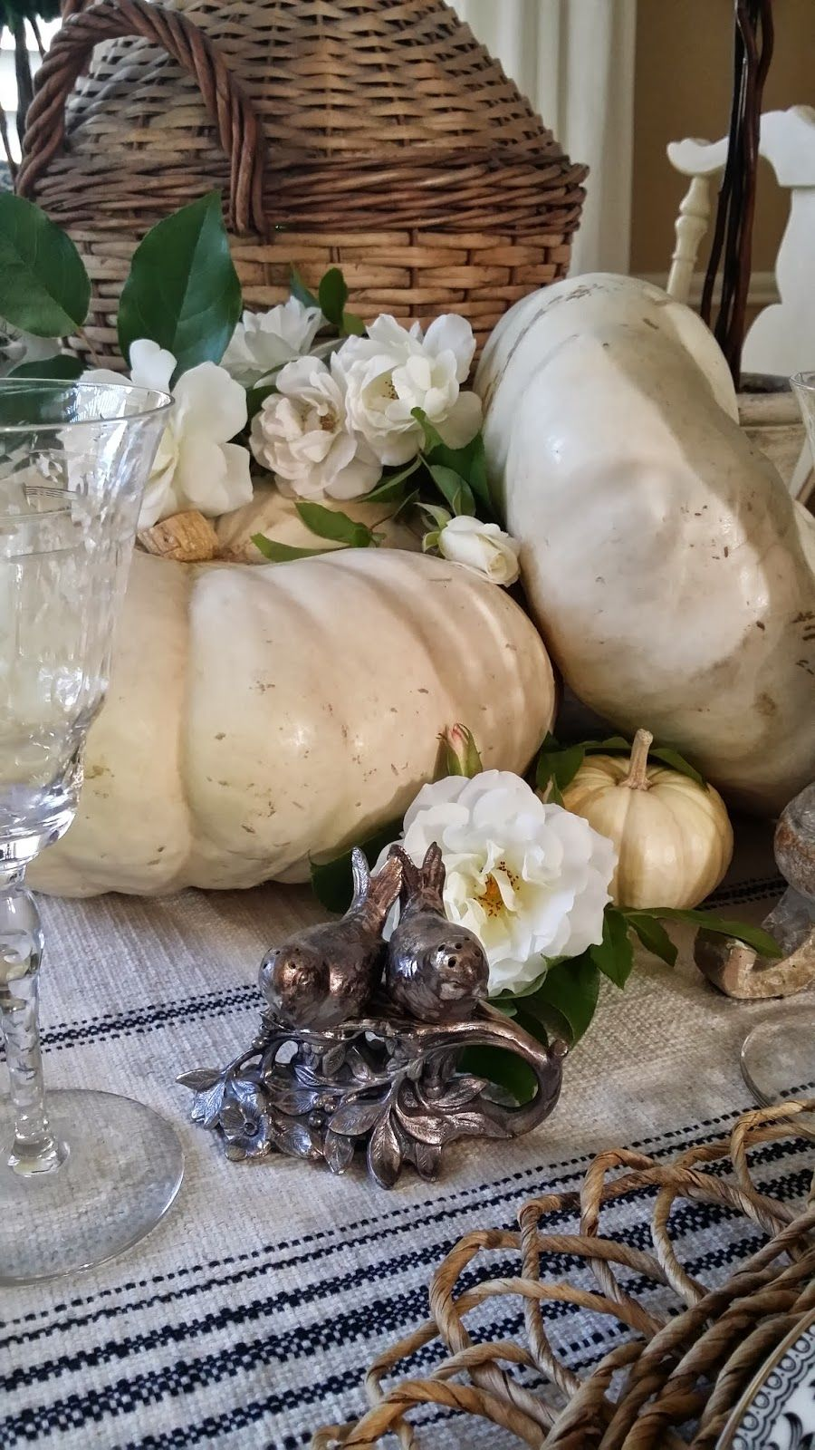 TG interiors: A Fall Table and White Pumpkins
