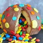 Photo of Un gâteau SURPRISE… rempli de bonbons !