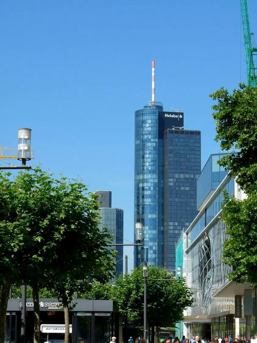 Frankfurt Zeil Und Maintower Frankfurt Germany Frankfurt Places To Go