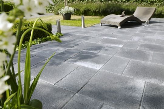 Terrasse carrelages et dallages pour l 39 ext rieur for Dallage pierre exterieur