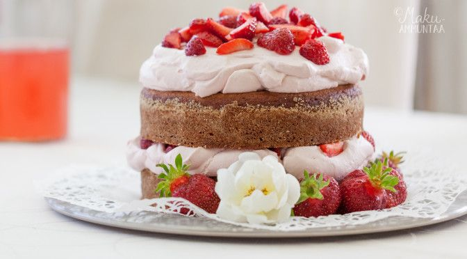 ruusuvadelmakakku - cake with rose and raspberries