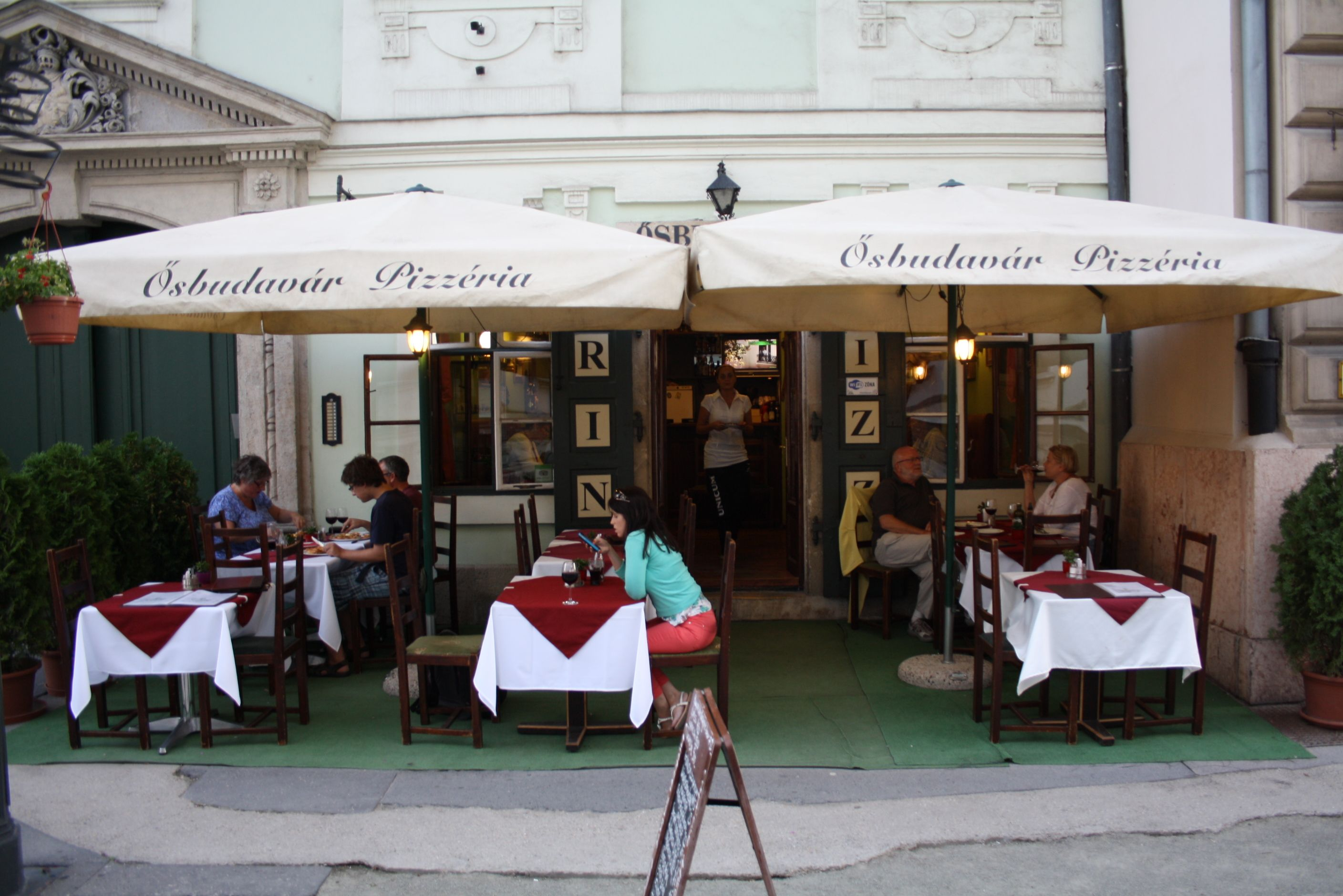 Osbudavar Pizzeria This pizzeria is just seconds from the