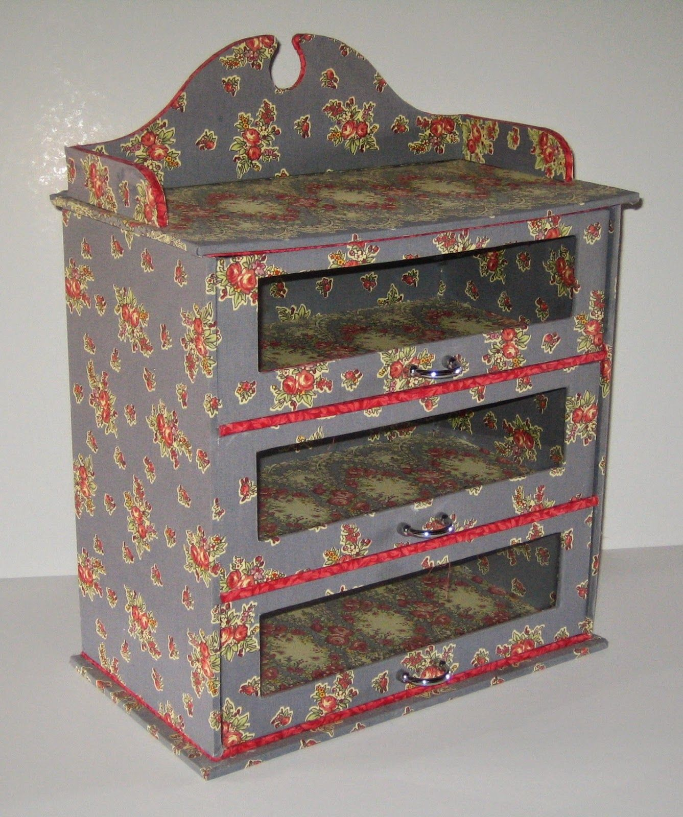 Cartonnage passion petit meuble trois tiroirs Petit meuble en carton