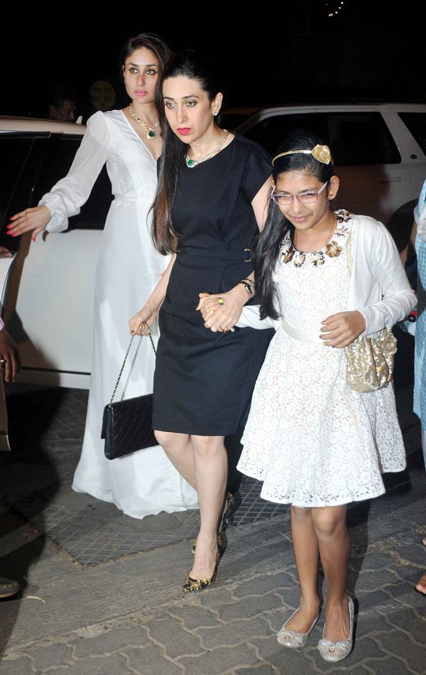 Kareena Kapoor Khan With Sister Karisma Kapoor And Niece Samaira Indian Celebrities Bollywood Celebrities Karisma Kapoor