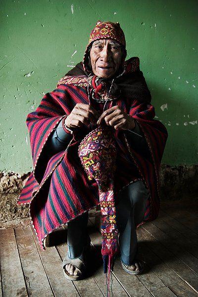 En los Andes hace mucho tiempo que utilizan la Alpaca para disfrutar de los beneficios de una buena tarde knitting. Chinchero, Peru.