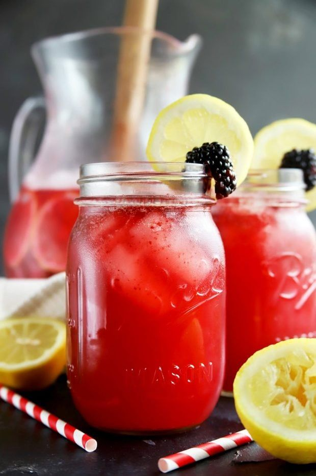 Sparkling Blackberry Vodka Lemonade #lemonadepunch